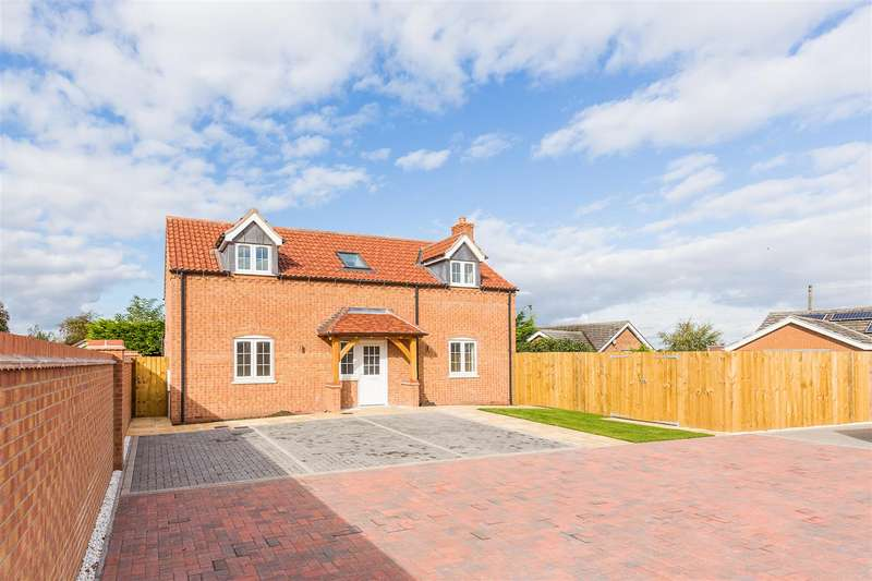 3 Bedrooms Detached House for sale in Orchard Close, Dunston, Lincoln