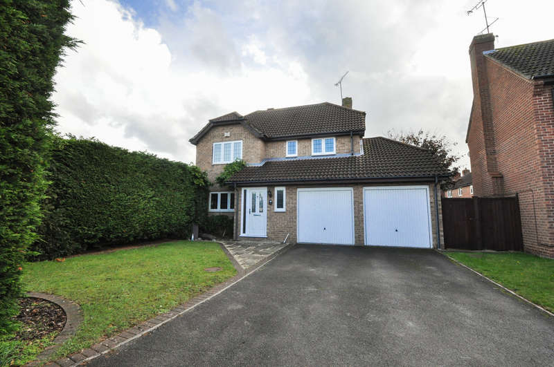 4 Bedrooms Detached House for sale in Galleydene, Hadleigh