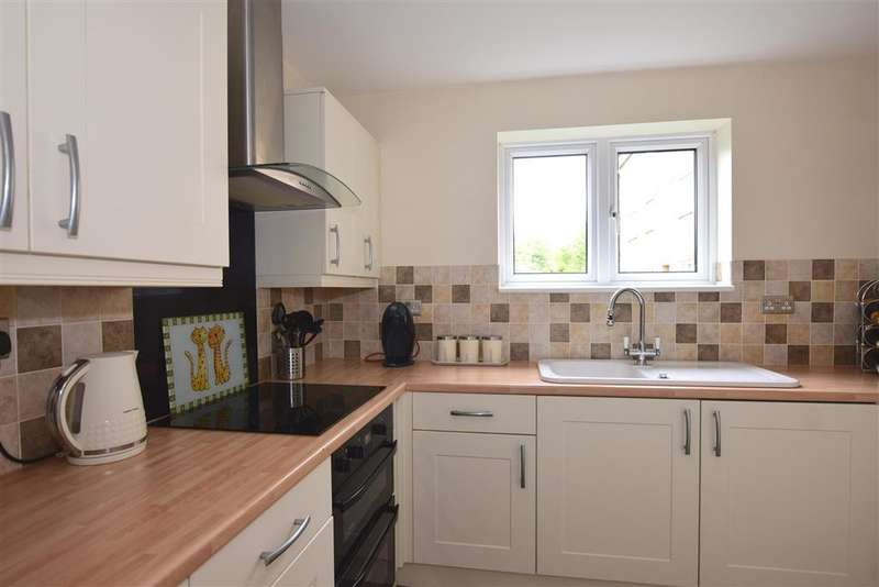 2 Bedrooms Ground Flat for sale in Wickham Lane, , Welling, Kent
