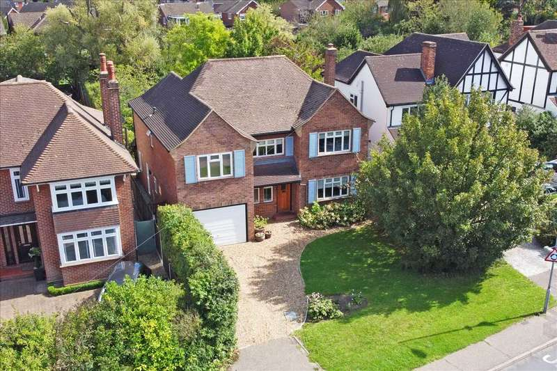 4 Bedrooms Detached House for sale in Longstomps Avenue, Chelmsford