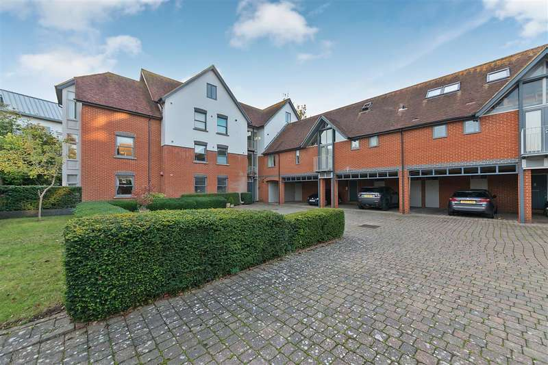 2 Bedrooms Apartment Flat for sale in Holman Mews, Canterbury