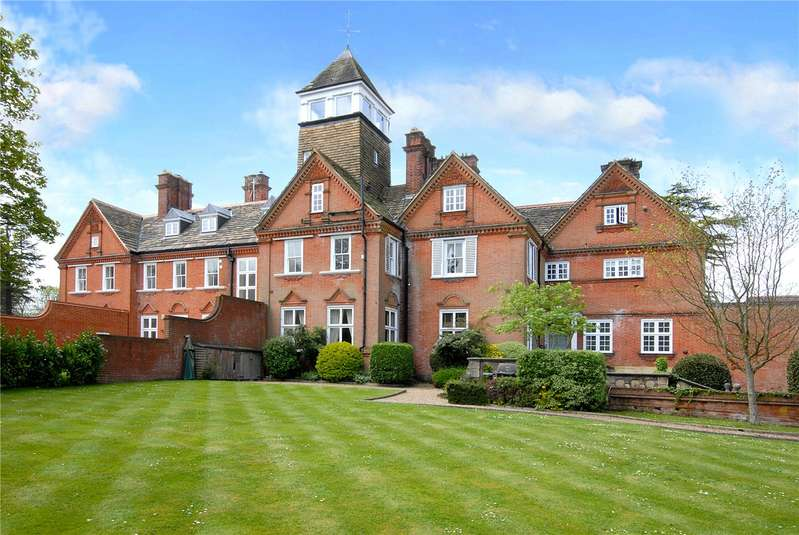 2 Bedrooms Flat for rent in Ranmore Place, Ranmore Common, Dorking, Surrey, RH5