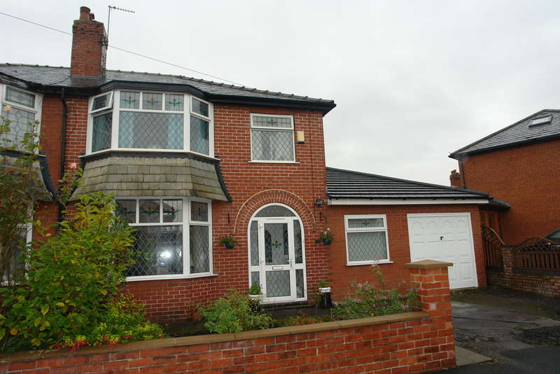 4 Bedrooms Semi Detached House for sale in Mough Lane, Chadderton, Oldham