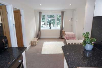 2 Bedrooms Flat for rent in Westfield Place, Clifton Village, Bristol