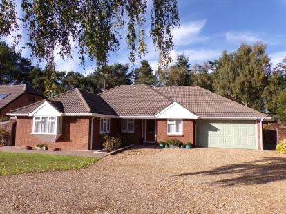 4 Bedrooms Bungalow for sale in St Leonards, Ringwood, .