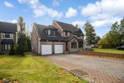 5 Bedrooms Detached House for sale in Dunlin, Stewartfield