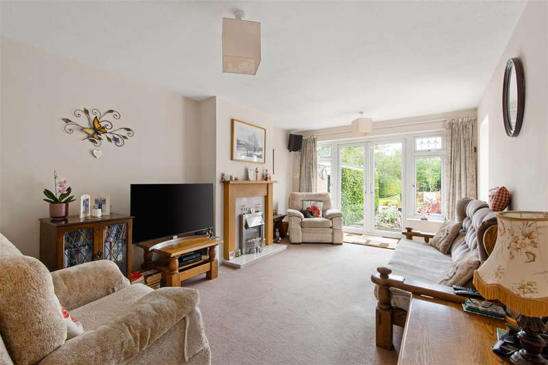 4 Bedrooms Detached Bungalow for sale in Redehall Road, Smallfield, Horley