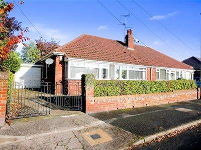 2 Bedrooms Semi Detached Bungalow for sale in School Road, Failsworth, Manchester