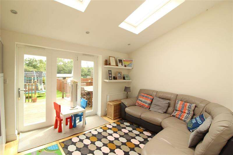 3 Bedrooms Terraced House for sale in Ridgeview Close, Barnet, EN5