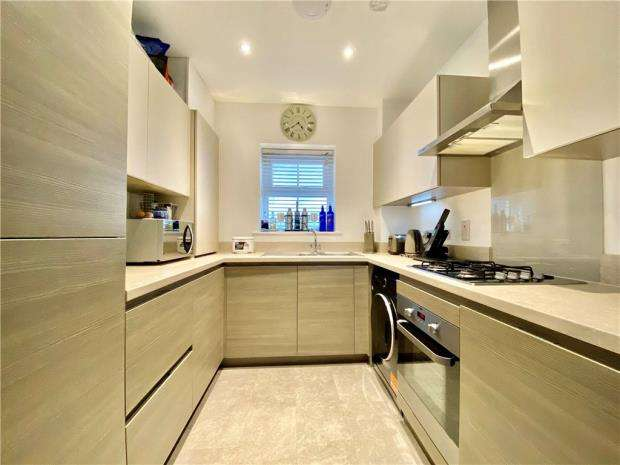 2 Bedrooms Apartment Flat for sale in Edward Place, Rochford, Essex