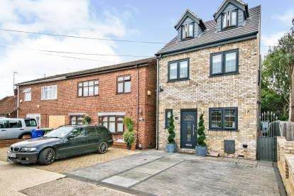3 Bedrooms Detached House for sale in Tilbury, Thurrock, Essex