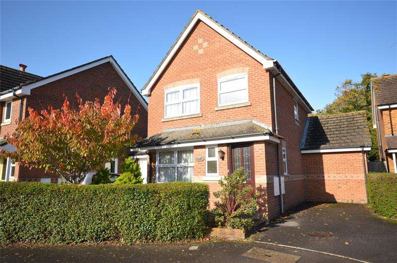2 Bedrooms Detached House for sale in Vitre Gardens, Lymington, SO41