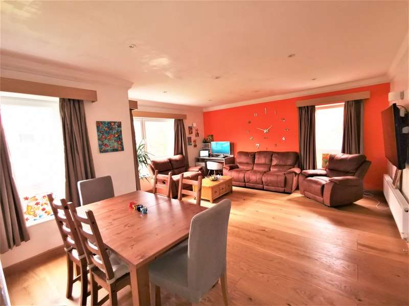 2 Bedrooms Flat for sale in Lindisfarne Close, Newcastle upon Tyne, Tyne and Wear, NE2