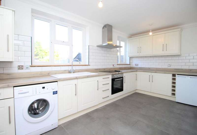 3 Bedrooms Semi Detached House for sale in Carpenter Path, Brentwood