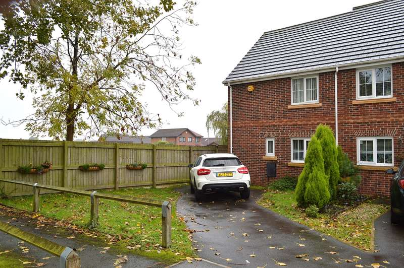 3 Bedrooms Town House for sale in Foxton Close, Oldham, OL8 2SX
