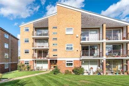 2 Bedrooms Flat for sale in Waylands Mead, Beckenham