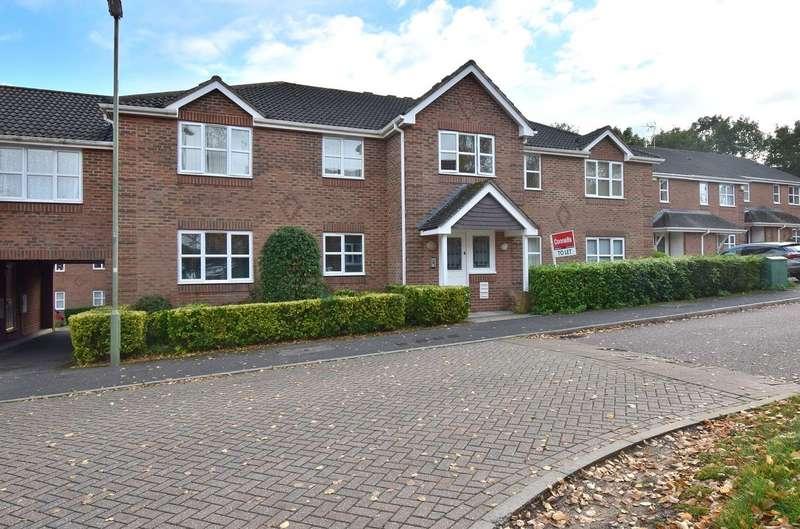 2 Bedrooms Flat for rent in Lime Gardens, Rosebanks, Basingstoke, Hampshire, RG21