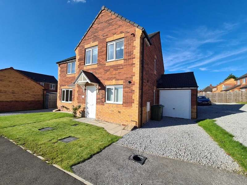 3 Bedrooms Semi Detached House for sale in Westmorland Court, Leeds, West Yorkshire, LS15