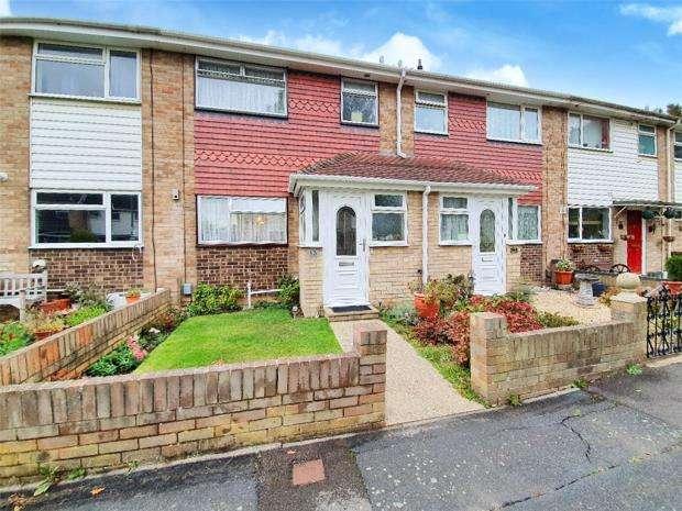 3 Bedrooms Terraced House for sale in Keast Walk, Gosport, Hampshire