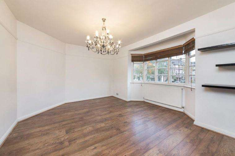 2 Bedrooms Flat for rent in Ossulton Way Hampstead Garden Suburb N2