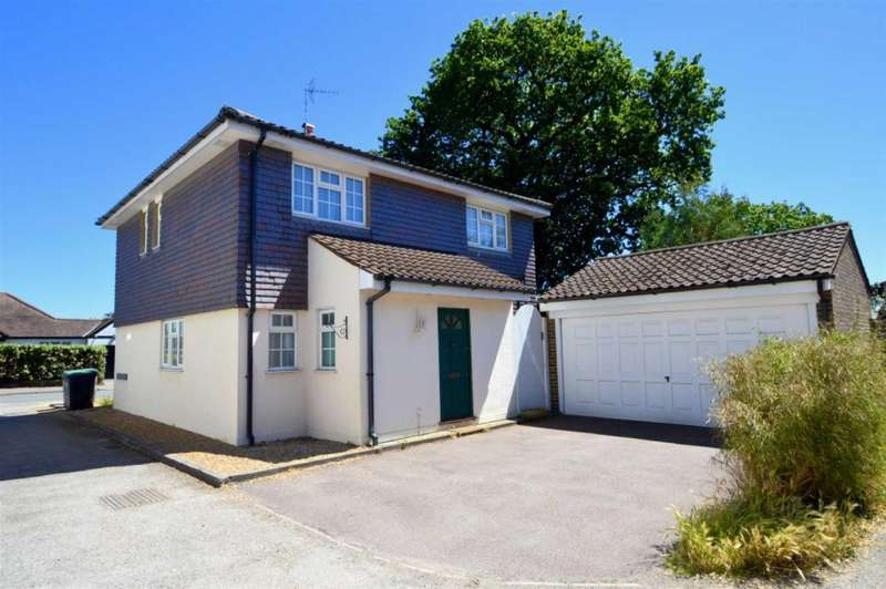 4 Bedrooms Detached House for sale in Oakleigh Rise, Epping