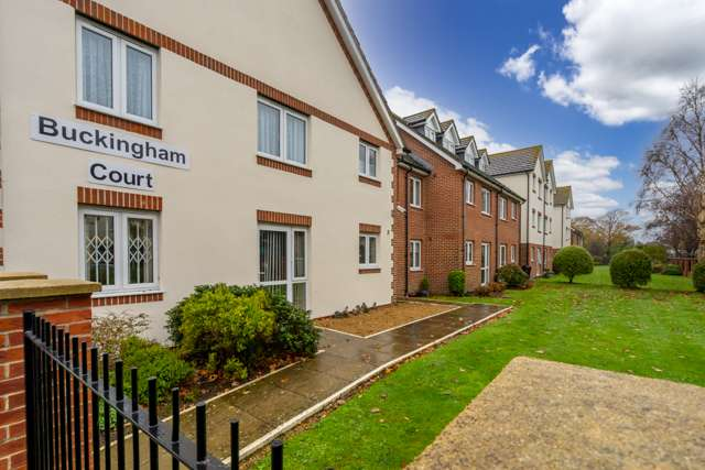 2 Bedrooms Ground Flat for sale in Buckingham Court, Shrubbs Drive, Middleton On Sea, Bognor Regis, West Sussex, PO22 7SE