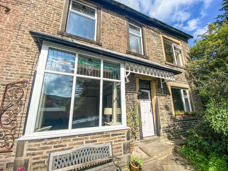 4 Bedrooms Semi Detached House for sale in Thornfield Avenue, Waterfoot, Rossendale
