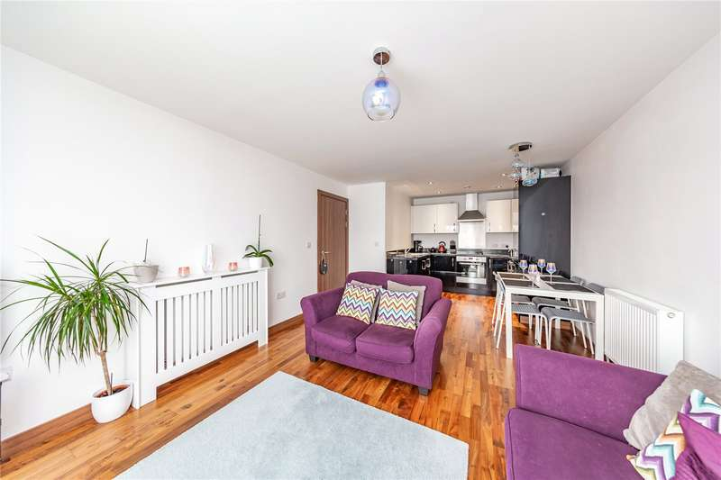 2 Bedrooms Apartment Flat for sale in Whitaker Court, 4 Millfield Close, Hornchurch, RM11