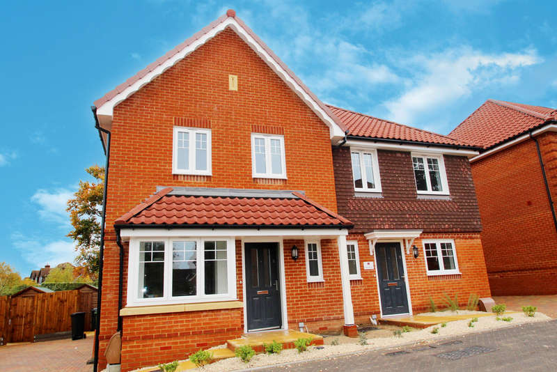 3 Bedrooms Semi Detached House for sale in Mendip Mews, Ashley Gardens