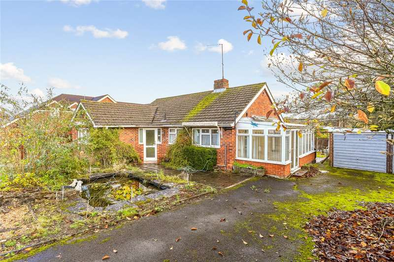3 Bedrooms Detached Bungalow for sale in Tower Close, Liphook, Hampshire, GU30