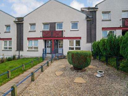 2 Bedrooms Terraced House for sale in Croftfoot Quadrant, Glasgow, Lanarkshire