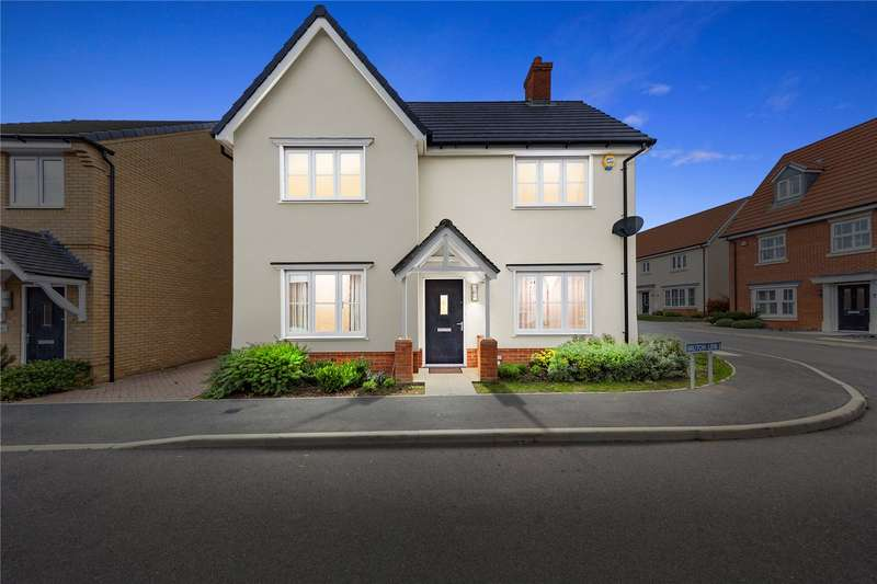 4 Bedrooms Detached House for sale in Bruton Link, Basildon, Essex, SS15