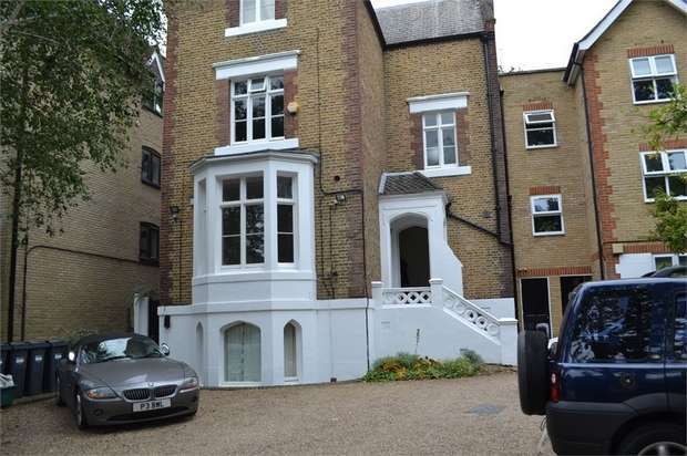 Studio Flat for rent in 26 The Grove, Isleworth, Greater London
