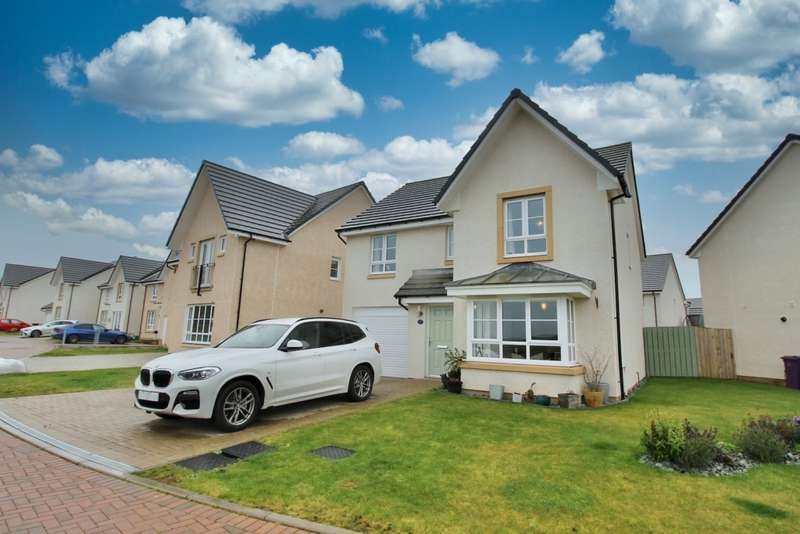 4 Bedrooms Property for sale in Oykel Walk, Wallacefields, G33 1FA