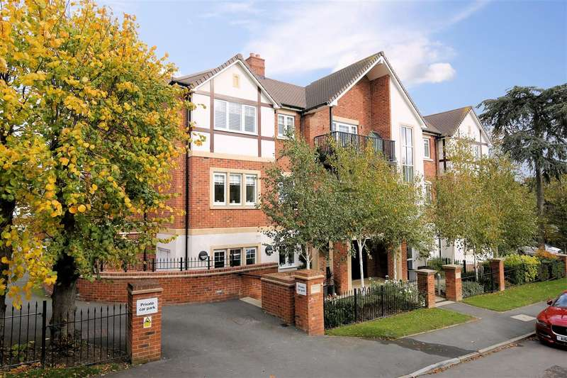 2 Bedrooms Flat for sale in Sovereign Place, St Johns Road, Loughton