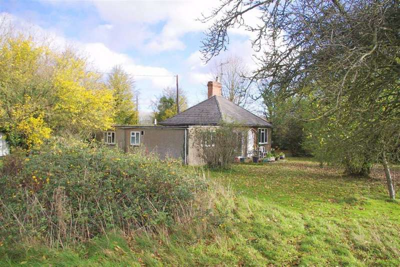 3 Bedrooms Detached Bungalow for sale in Marshmouth Lane, Bourton-on-the-Water, Gloucestershire