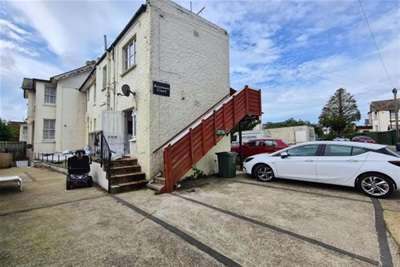 2 Bedrooms Flat for rent in Palmerston Road, Shanklin