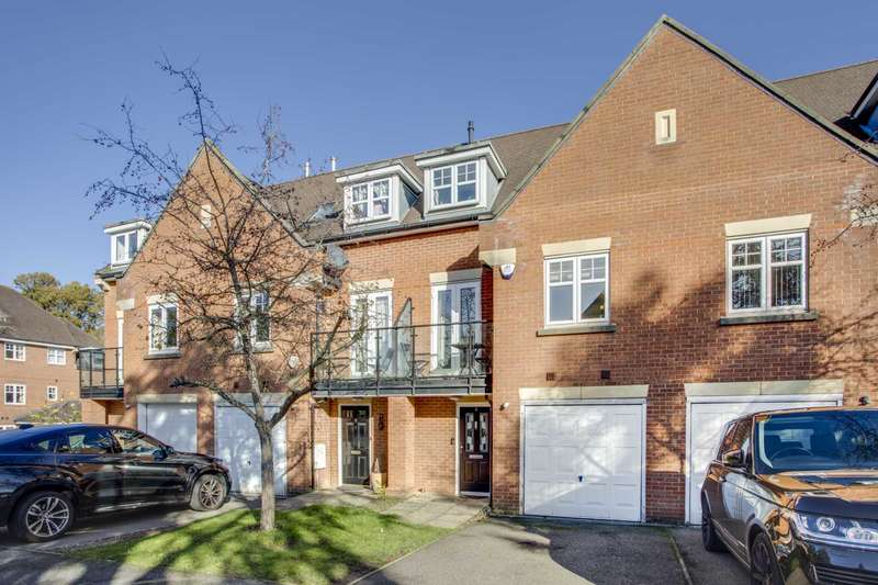 4 Bedrooms Town House for sale in Oakview Close, Oxhey
