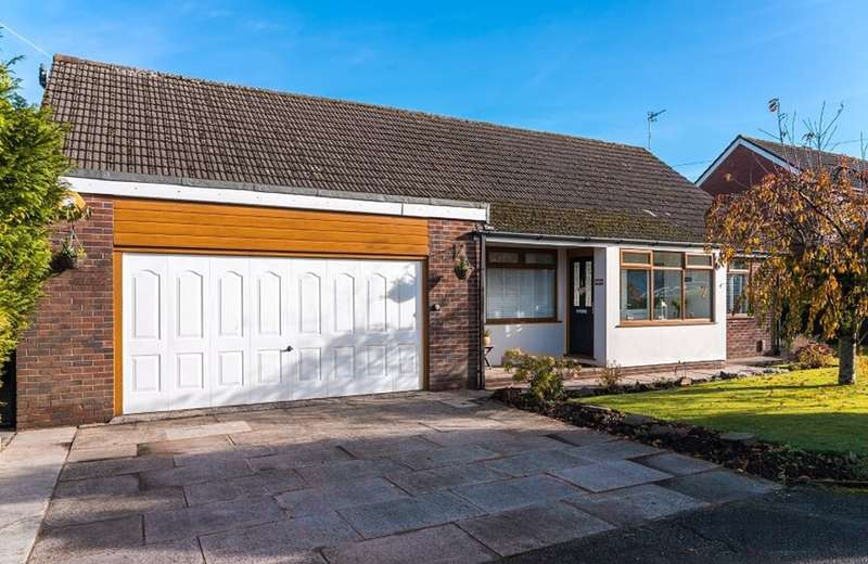 5 Bedrooms Detached Bungalow for sale in Castleton Road, Royton, Oldham