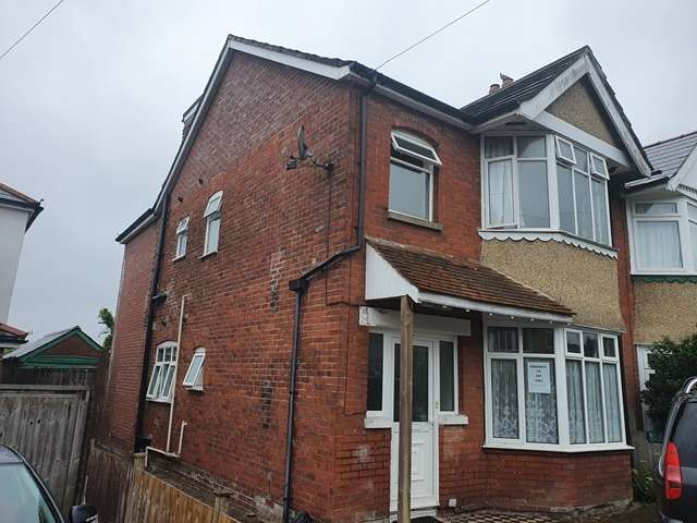 7 Bedrooms Semi Detached House for rent in Kitchener Road - Highfield - Southampton