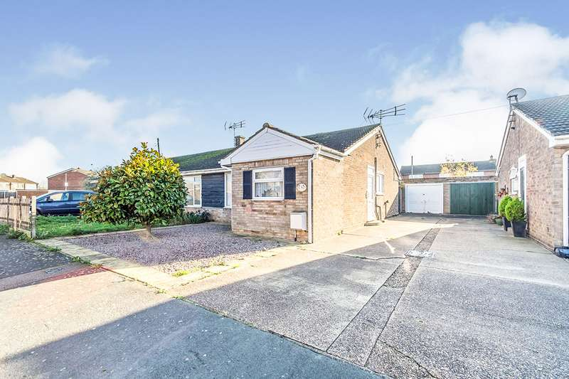 2 Bedrooms Detached Bungalow for sale in Lapwing Road, Isle of Grain, Rochester, Kent, ME3