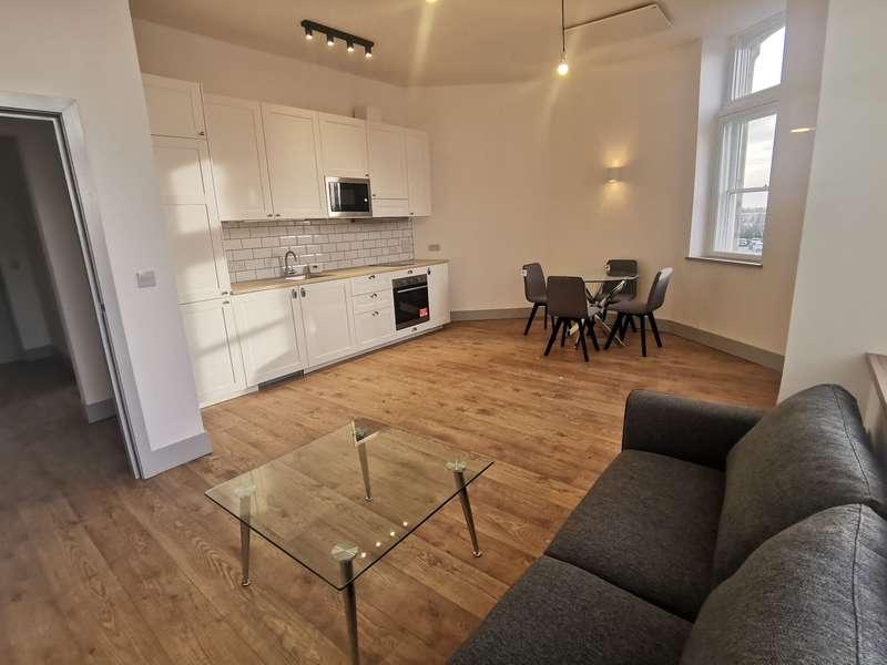 3 Bedrooms Apartment Flat for rent in Regent Street, Salford, M30 0BP