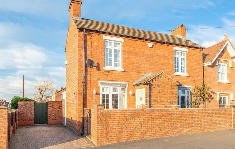 3 Bedrooms Detached House for sale in Enville Road, Wall Heath, DY6 0NL