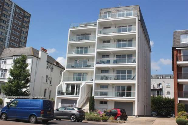 3 Bedrooms Property for sale in Westcliff Parade, Westcliff on Sea