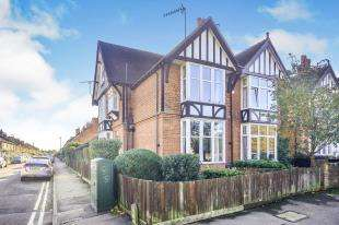 5 Bedrooms Semi Detached House for sale in Christchurch Road, Ashford, Kent, England