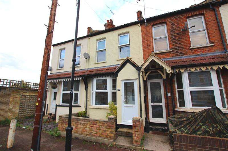 2 Bedrooms Terraced House for sale in Station Avenue, Southend-on-Sea, SS2
