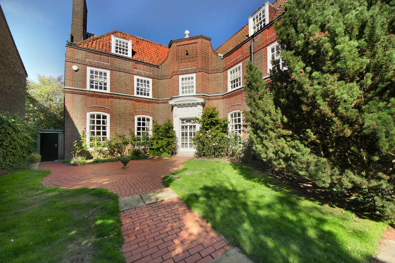 7 Bedrooms Detached House for sale in Hillcrest Road, W5