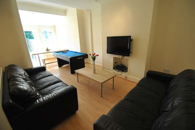 6 Bedrooms Terraced House for rent in Collingwood Road, Fallowfield, Manchester, M19 2AP