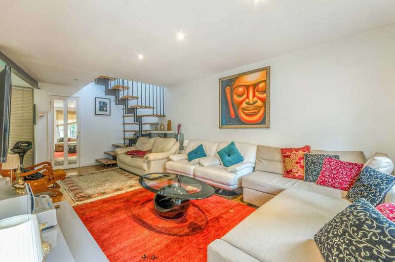 2 Bedrooms End Of Terrace House for rent in Seaforth Crescent, Islington, N5