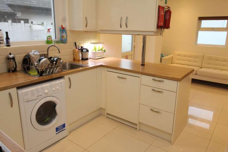 6 Bedrooms House for rent in North Road, Gabalfa, Cardiff